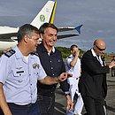 Bolsonaro vai à praia em Salvador ao lado da filha Laura (Base Aérea/Divulgação)