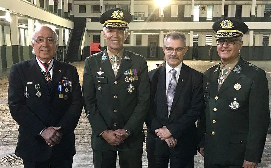 Exército realiza cerimônia para transmitir comando da 6ª Região Militar 8f93ff57cb7
