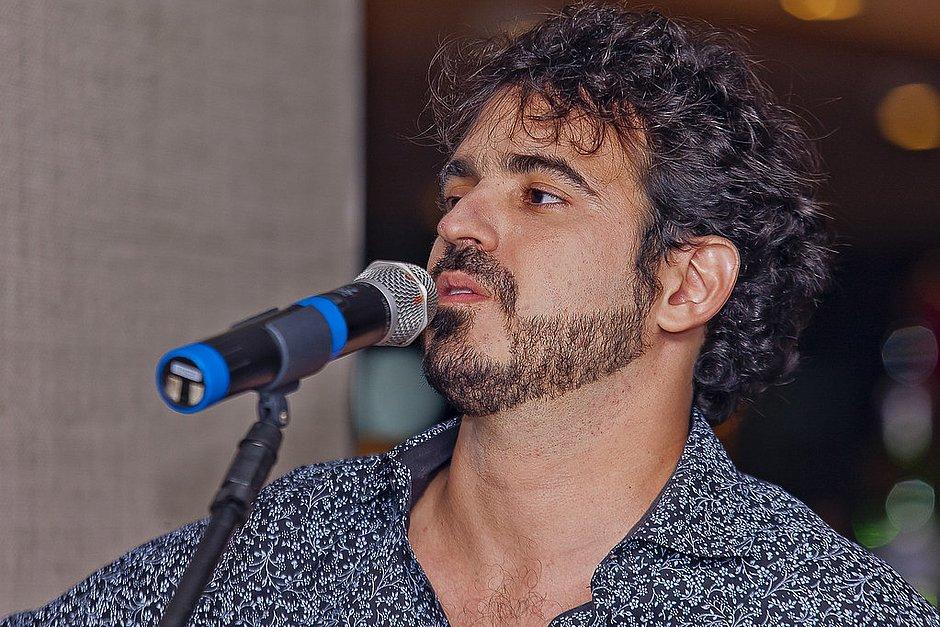 Gabriel Póvoas lança música em homenagem a Jorge Portugal no Sarau do CORREIO