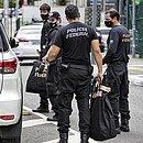 Policiais apreendem documentos e computadores na sede da SSP
