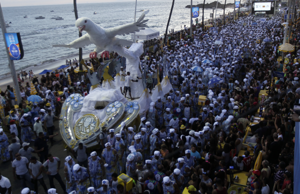 Afoxé Filhos de Gandhy no desfile de segunda na Barra