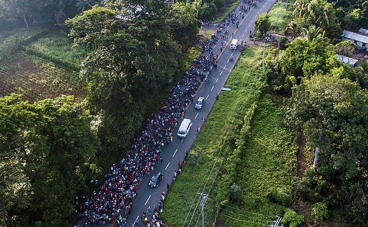 Hondurenhos retomam caminhada em direção aos Estados Unidos