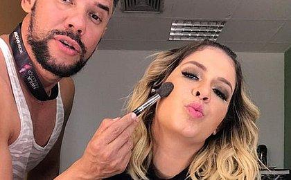 Marília Mendonça e maquiador são xingados por fãs em hotel