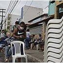 Pilha de cadeiras é deixada nas agências para a disposição das pessoas