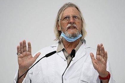 Principal defensor da cloroquina, francês admite que remédio é ineficaz contra covid