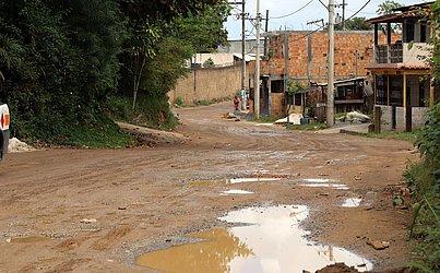 Via no bairro de Valéria antes das intervenções
