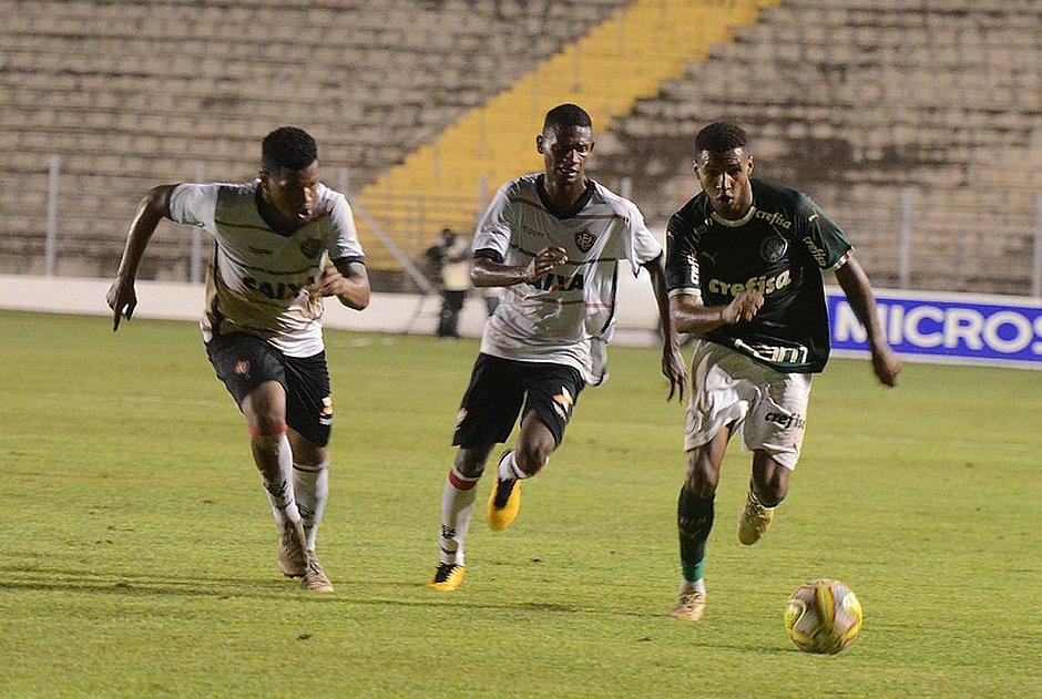 3481b26eb3 Vitória não resistiu ao melhor futebol do Palmeiras e acabou eliminado  (Paulo Ricardo Estadão Conteúdo)