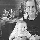 Henry, ainda bebê, com os avós maternos