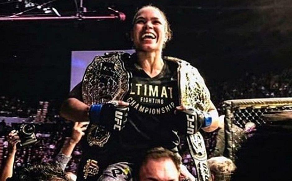 Resultado de imagem para A leoa Amanda Nunes faz história e derrota em apenas 51 segundos a oponente Cris Cyborg