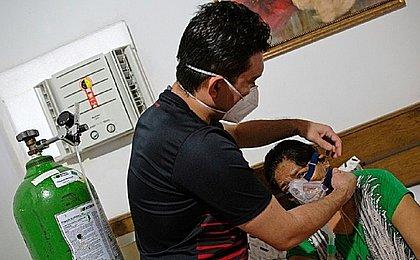 Pacientes de Manaus começaram a ser transferidos para 8 estados, diz Saúde