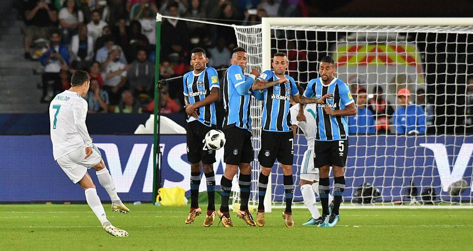 Cristiano Ronaldo cobrou falta forte e marcou o único gol da partida (Foto   Giuseppe Cacace AFP) 63ddfd010c70a