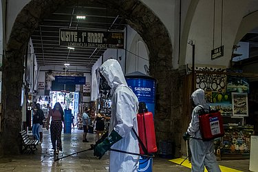 Mercado Modelo reabre com protocolos e limpeza feita pela Limpurb.