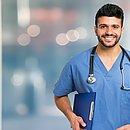 No Brasil existem 492 mil enfermeiros, sendo 1.132.231 técnicos de Enfermagem e 418.626 auxiliares de Enfermagem