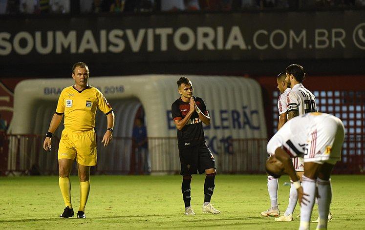 Vitória perde para São Paulo no Barradão e segue na zona - Jornal CORREIO  3419510007fe4