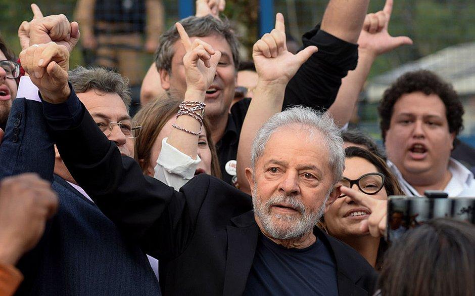 Lula discursa, critica 'banda podre' do MP e chama Bolsonaro de mentiroso