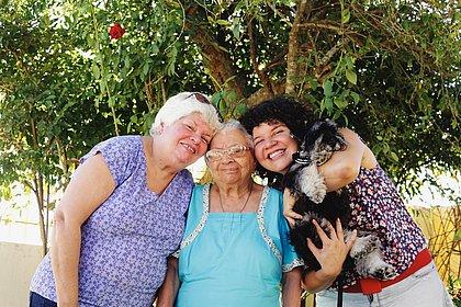 Mulheres de três gerações: a atriz Paula Lice com a mãe Nisalva e a avó Lourdes