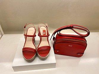 Sandália de salto vermelha (Arezzo - Shopping Barra) de R$ 239 por R$ 119,9 (50%)