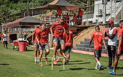 De olho no xará de Conquista, elenco do Vitória treina na Toca do Leão