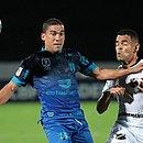 Toty fez o gol do Santa Cruz, que jogou com uniforme azul e preto