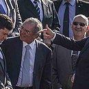 Sérgio Moro, à esquerda, disse a Bolsonaro, à direita, que deixa governo se auxiliar for demitido