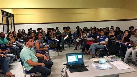 Cursinho funciona no colégio Imeja, na Boca do Rio, e atende 79 alunos em situação de vulnerabilidade social