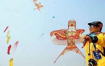 Competição de pipas em Qingdao, na província de Shandong da China.