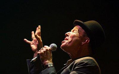 O compositor, ator e cantor norte-americano Tom Waits, 58, está processando o ator e produtor francês Bartabas por violação de direitos autorais e morais. Aqui em foto de arquivo da turnê Glitter and Doom, no Paris Grand Rex Concert Hall.