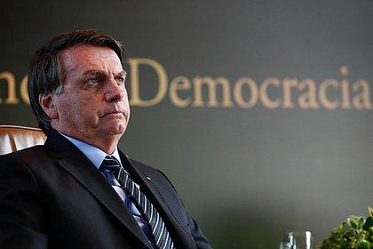 Em live, Bolsonaro diz agora que nunca chamou covid-19 de 'gripezinha'