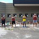 Integrantes do grupo União de Torcedores do Vitória durante primeira campanha de arrecadação de alimentos