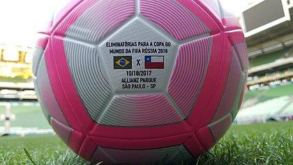 Bola do jogo Brasil x Chile será rosa