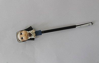 Lápis com boneca - R$ 15