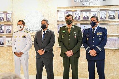 Defesa e comandantes das Forças Armadas reagem a fala de Aziz na CPI: 'ataque leviano'