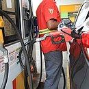 Altas constantes preocupam consumidores que buscam estratégias para economizar combustível