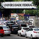 Protesto de servidores fechou portão principal do campus de Ondina
