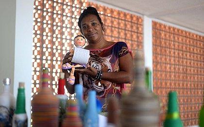 Artesãs da Guerreira Zeferina se preparam para expor produtos na Vila de Natal
