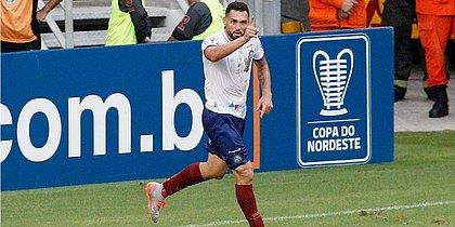 Gilberto comemora gol marcado contra o Ceará, no Castelão