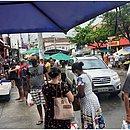Feira na Boca do Rio teve movimento intenso no sábado