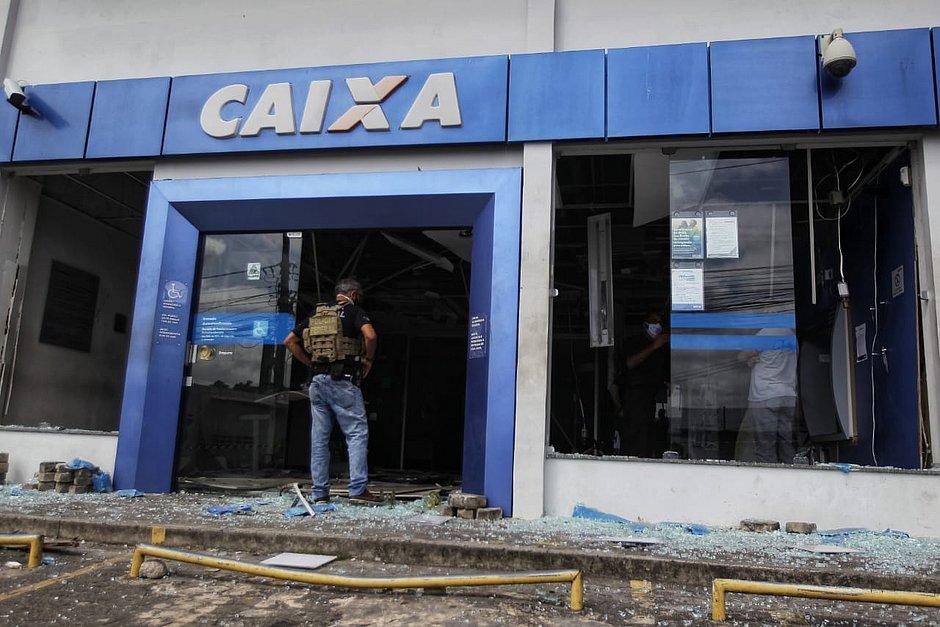 Agência da Caixa é atacada e explodida em Porto Seco Pirajá