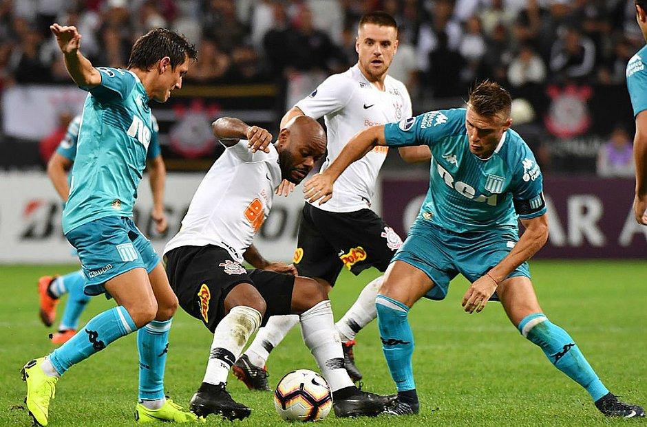 Gustavo marca no fim e salva Corinthians de derrota para o Racing ... a8140f13735c6