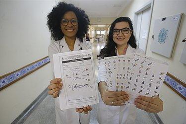 Ana Elisa Almeida e Mariana Fontes criaram de uma cartela de adesivos para prescrição