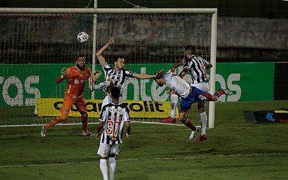 Juninho Capixaba marcou um dos gols do Bahia sobre o Atlético-MG