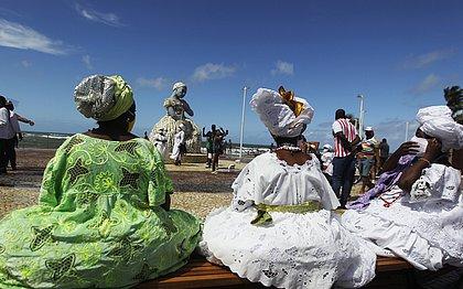 Nova orla de Amaralina faz homenagem a baianas, pescadores e mestre de capoeira