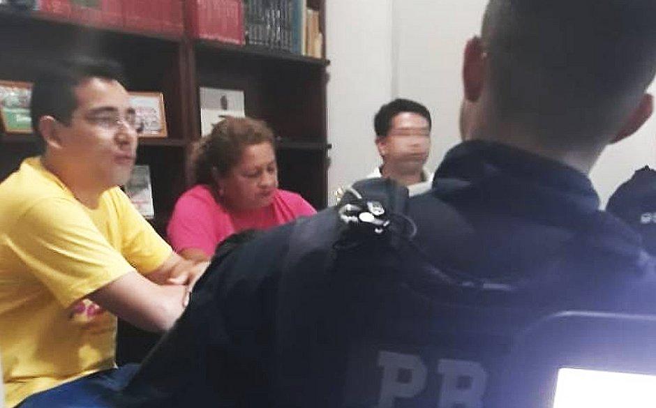policiais-federais-interrompem-reuniao