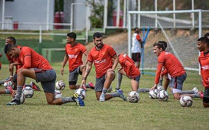 Focados no Brusque, jogadores do Vitória treinam na Toca do Leão