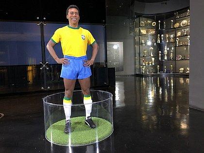 Estátua de cera de Pelé fica no museu da CBF, no Rio