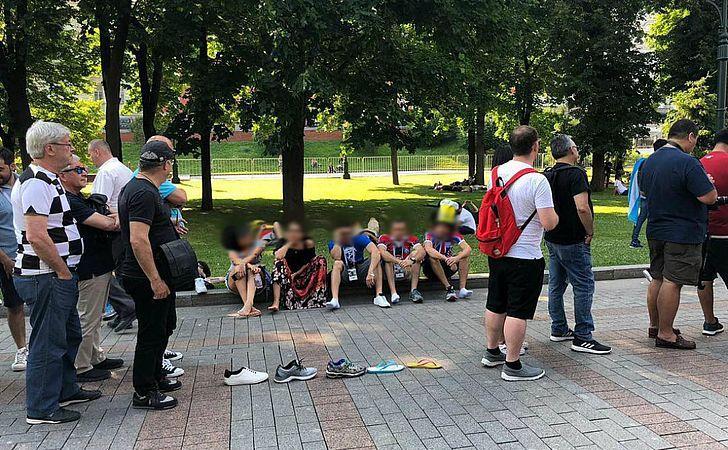 Baianos 'bombam na web' com foto na fila do Kremlin, em Moscou
