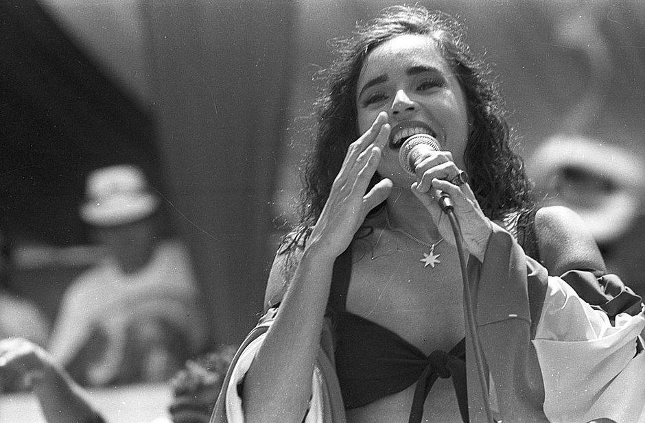 35c4259bea Daniela Mercury durante o Carnaval em 1993 (Alice Ramos Arquivo CORREIO)