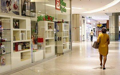 Shoppings Salvador e Barra têm movimento discreto e alívio em dia de reabertura