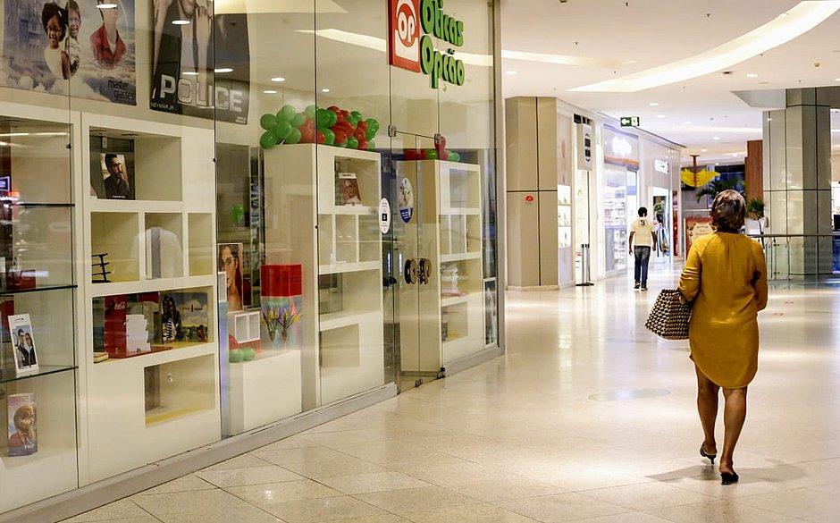 Shoppings Salvador e Barra têm movimento discreto e alívio em dia de reabertura – Jornal Correio