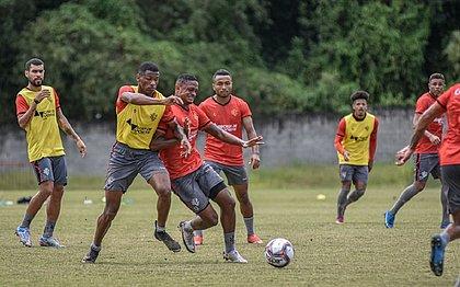 Na Toca do Leão, jogadores do Vitória participam de coletivo preparatório para jogo contra o Brusque